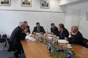 """Die Rolle des Contractings in der Energiewende waren die Kernthemen des Round-Table-Gesprächs von Contracting-Experten und """"Der Facility Manager""""."""