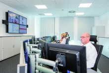 Blick in die Notruf- und Service-Leitstelle von Piepenbrock; Bild Piepenbrock