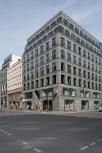 Der 1997 fertiggestellte Hofgarten in Berlin ist ein aus acht Gebäudeteilen bestehender Komplex in der Friedrichstraße, Französischen Straße, Charlottenstraße und Behrenstraße.