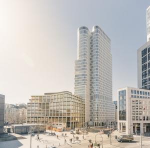 Das Hybridhochhaus Upper West in Berlin. Bild: Strabag Real Estate/Jonas Holthaus