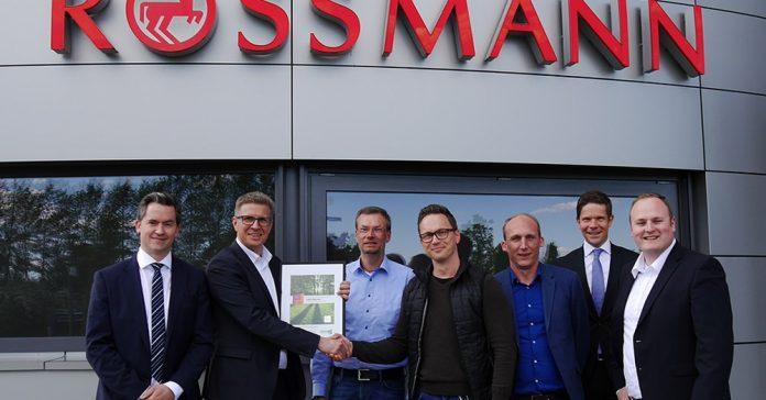 Als Symbol für die Zusammenarbeit zwischen Piepenbrock und Rossmann wurden 2.500 Bäume gepflanzt. Bild: Piepenbrock Unternehmensgruppe GmbH + Co. KG