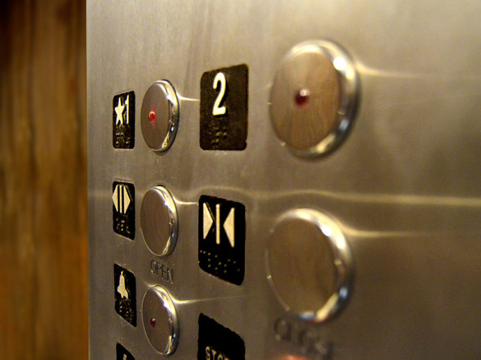 Aufzugsnotruf-Systeme mit VdS-Protokoll digital nachrüsten. (Quelle: Russ Ward / Unsplash)