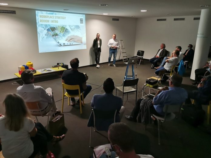 """Gregor Kamps und Magdalena Scheuer referierten zum Thema """"Open Space und Opti Space"""". Bild: W. Inderwies"""