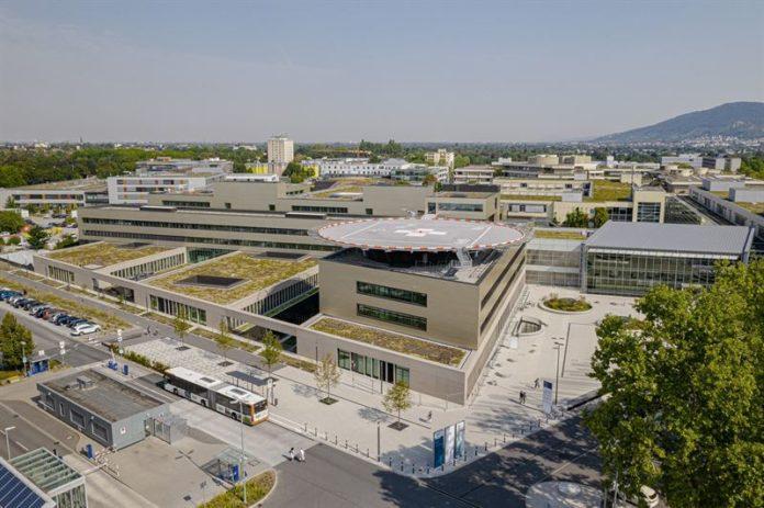 Außenansicht des Klinikgebäudes in Heidelberg. Bild: T. Ross