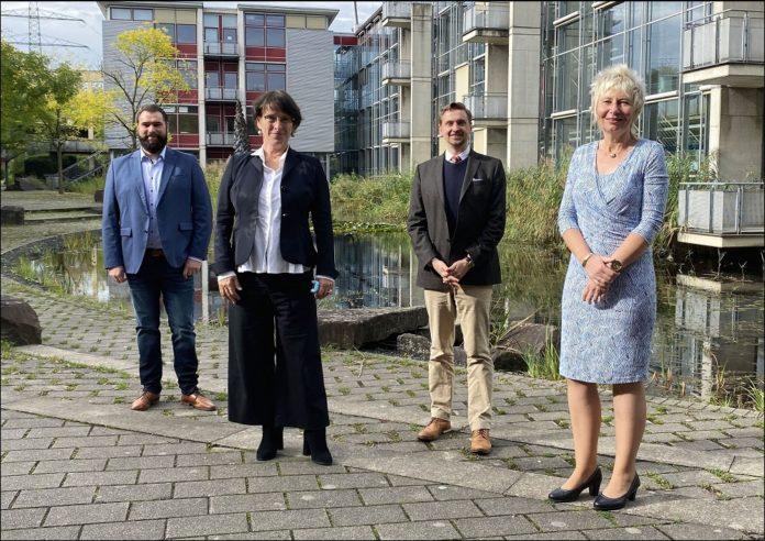 Die EBZ Business School begrüßt zwei neue Professoren (v. re.): Kanzlerin Diana Ewert, Rektor Prof. Dr. Daniel Kaltofen, Dr. Katharina Böhm und Dr. Marco Schwenke. Bild: EBZ