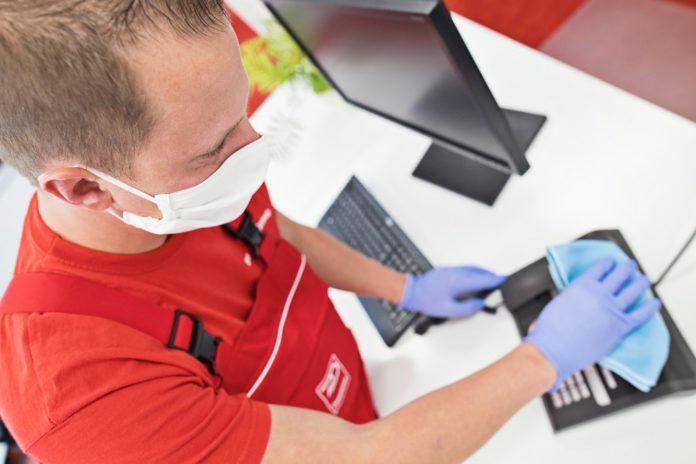 Dussmann verstärkt die Reinigungstätigkeiten bei der BA. Bild: Dussmann Group/ K. Herschelmann