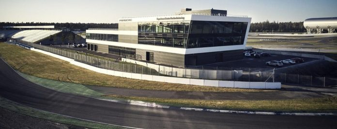 Spie hat im Porsche Experience Center die elektrotechnischen Installationen vorgenommen. Bild: Porsche Deutschland