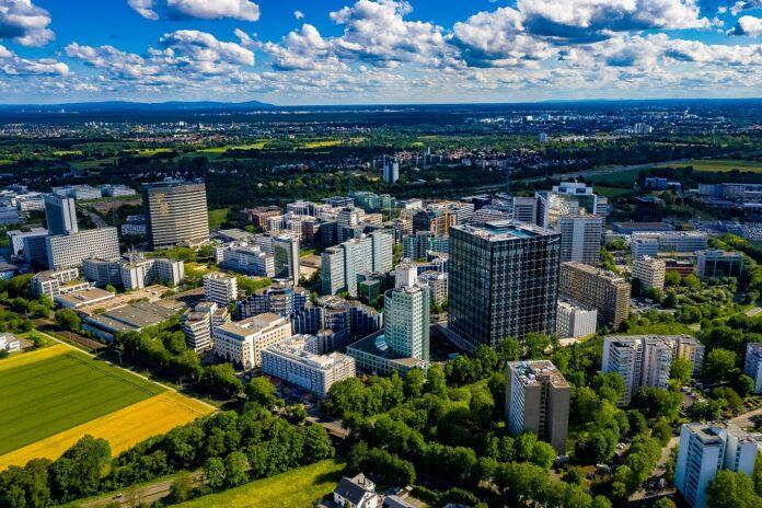 Eschborn: Goldbeck übernimmt den Gebäudeservice für vier Bürogebäude. Bild: Roman/stock.adobe.com