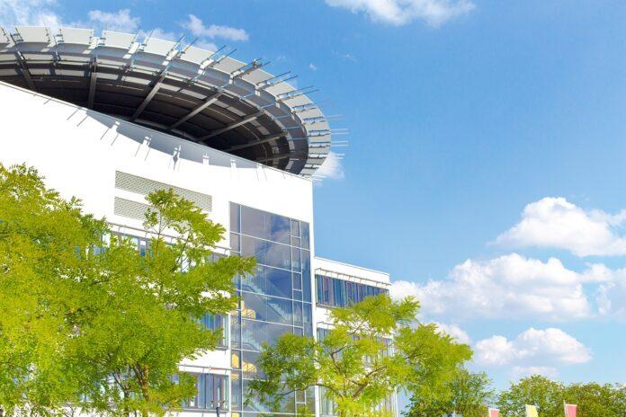 Klüh Security erhält einen Auftrag in der Uni-Klinik in Halle. Bild: uwanda/stock.adobe.com