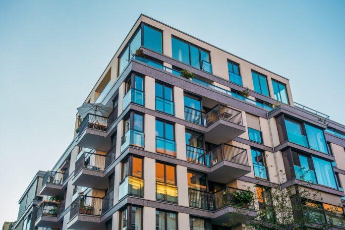 Savills deckt mit dem Auftrag Leistungen für Office-, Retail- und Wohnflächen sowie Mikro-Apartments ab. Bild: Robert Herhold/stock.adobe.com