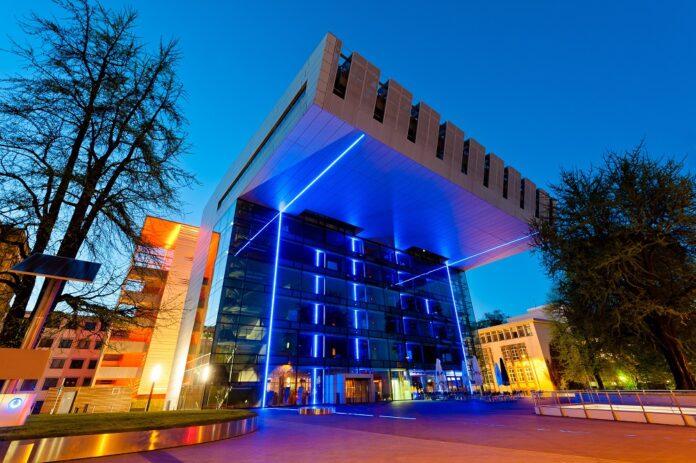 Die Rheinisch-Westfälische Technische Hochschule Aachen bietet aktuell mehr als 47.000 Studenten einen Campus für ein technisches Studium. Bild: engel.ac/stock.adobe.com